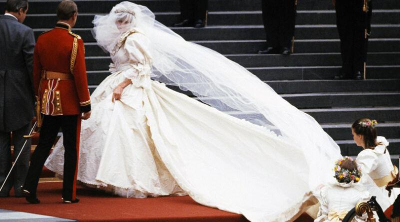 Diana's wedding dress to be showcased